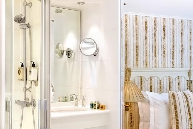 River Beatrice: Banheiro - Cabines