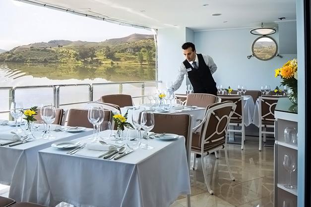 Queen Isabel: Serviço - Restaurante